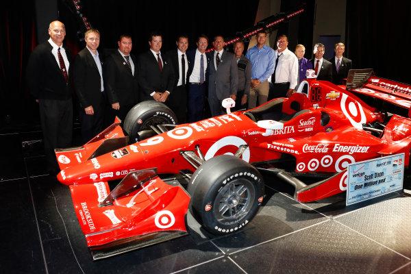 31 August, 2015, San Francisco, California USA Scott Dixon's crew pose with the car ?2015, Phillip Abbott LAT Photo USA