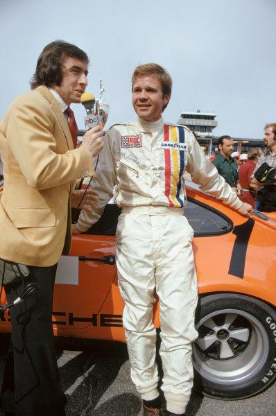 1974 IROC Series.Daytona, Florida, USA. February 1974.Jackie Stewart interviews Mark Donohue for ABC Television.World Copyright: Murenbeeld/LAT Photographic