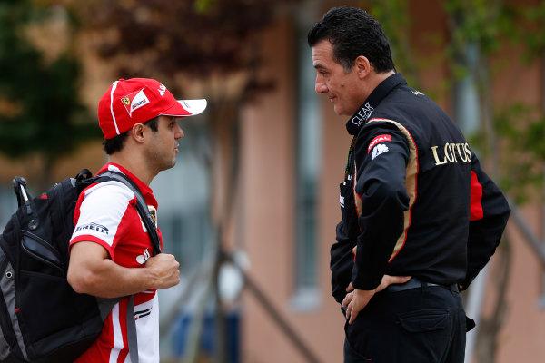 Korea International Circuit, Yeongam-Gun, South Korea. Sunday 6th October 2013. Felipe Massa, Ferrari, talks to a Lotus F1 team member. World Copyright: Charles Coates/LAT Photographic. ref: Digital Image _N7T5272