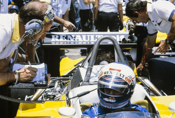 Alain Prost, Renault RE30B, in the pits.