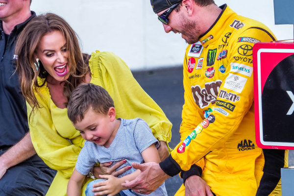#18: Kyle Busch, Joe Gibbs Racing, Toyota Supra Combos, wife Samantha and son Brexton kiss the bricks