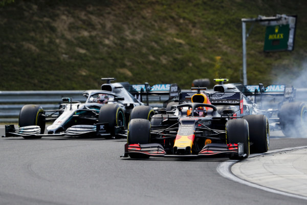 Max Verstappen, Red Bull Racing RB15 leads Valtteri Bottas, Mercedes AMG W10 and Lewis Hamilton, Mercedes AMG F1 W10 at the start of the race