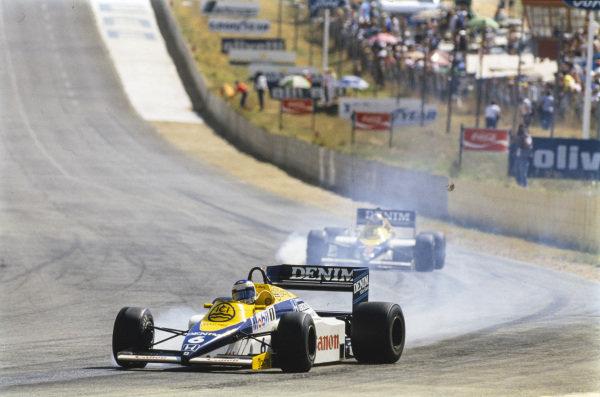 Keke Rosberg, Williams FW10 Honda, locks up on oil ahead of Nigel Mansell, Williams FW10 Honda, who also smokes his front-right tyre.