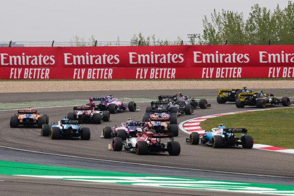 Daniil Kvyat, Toro Rosso STR14, Lando Norris, McLaren MCL34, Carlos Sainz Jr., McLaren MCL34, George Russell, Williams Racing FW42, Lance Stroll, Racing Point RP19, Robert Kubica, Williams FW42, and Antonio Giovinazzi, Alfa Romeo Racing C38, chase the pack at the start