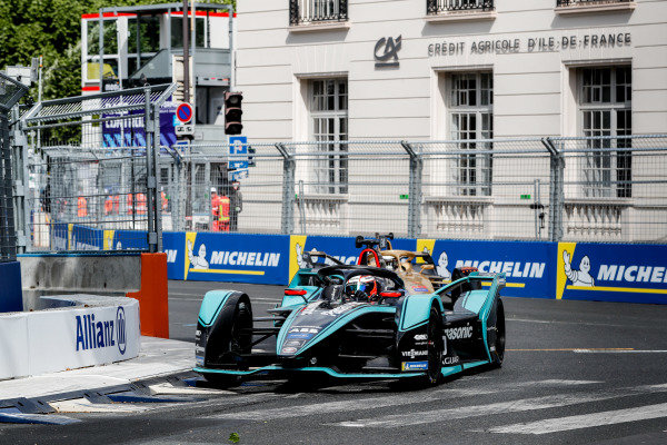 Mitch Evans (NZL), Panasonic Jaguar Racing, Jaguar I-Type 3, leads Andre Lotterer (DEU), DS TECHEETAH, DS E-Tense FE19